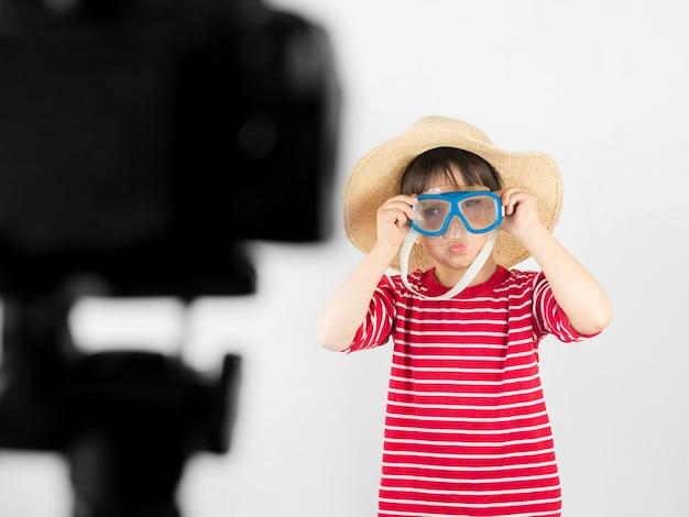 Средний снимок ребенок записывает себя