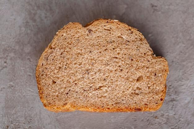 Вид сверху ломтик хлеба