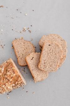 Вид сверху вкусные ломтики хлеба