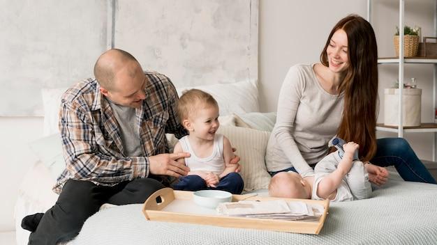 幸せな家族の概念の正面図