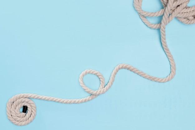 ひも強い白い湾曲したロープ