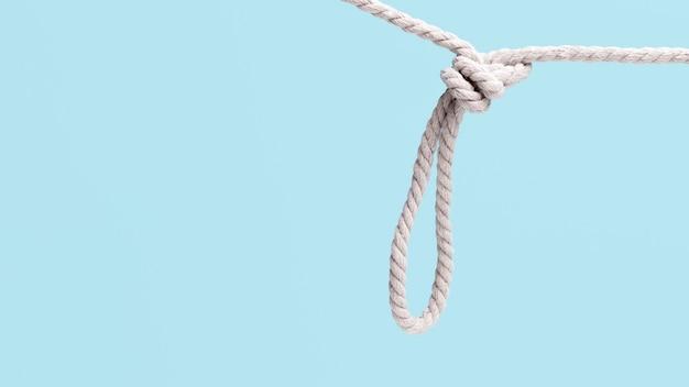 ひもを強くぶら下げ白いロープ