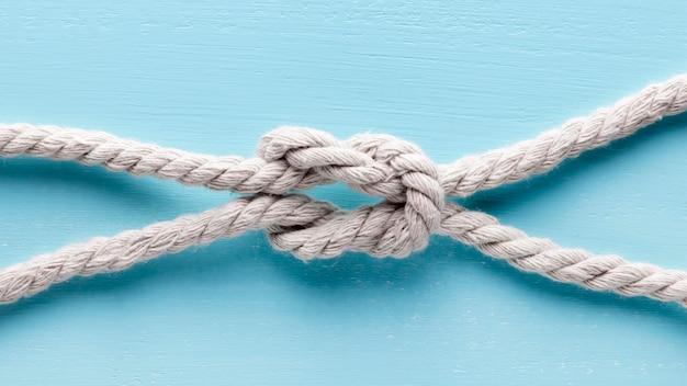 ひも強い白いロープのクローズアップの結び目