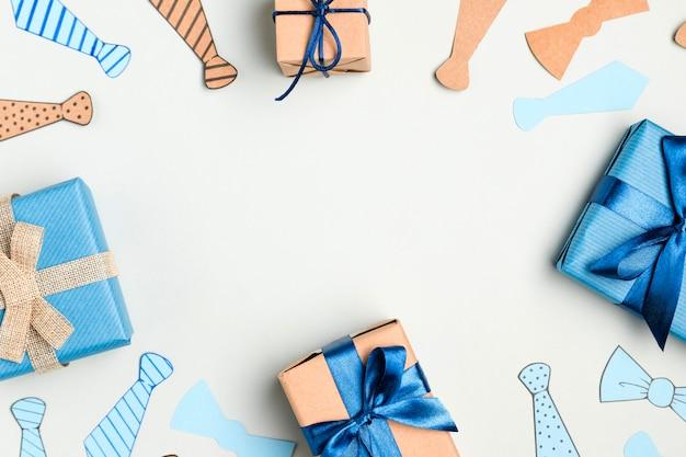 Вид сверху ассортимент подарков на день отца