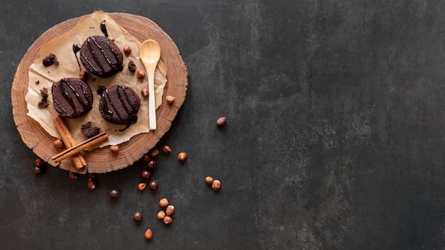 コピースペース付きフラットレイチョコレート菓子組成