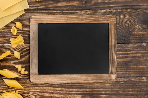 黒板とイタリアンパスタ