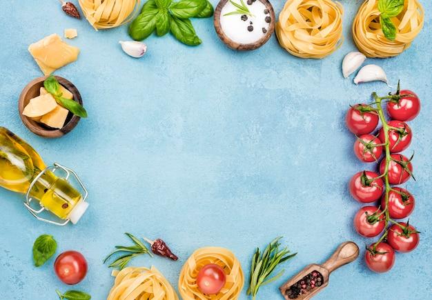 Ингредиенты для лапши с рамкой из овощей