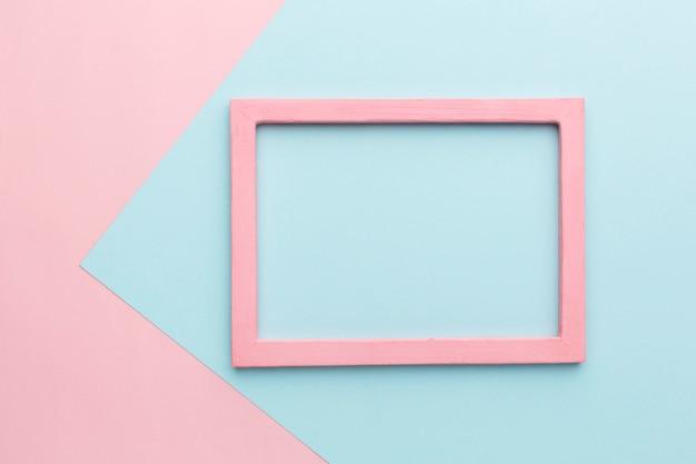美しいピンクの木製フレームコンセプトのフラットレイアウト