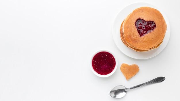 トップビューフルーツジャムとパンケーキ