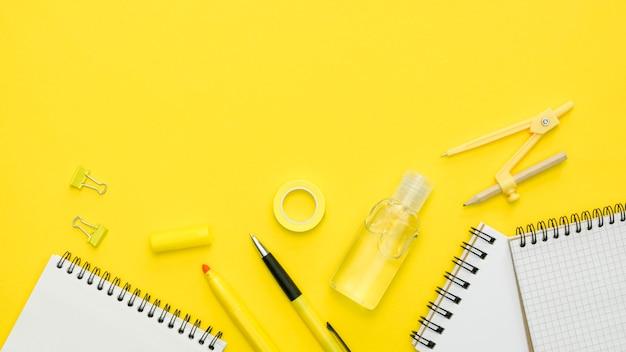 Плоская планировка со школьными принадлежностями