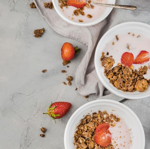 Вид сверху вкусный завтрак готов быть подан