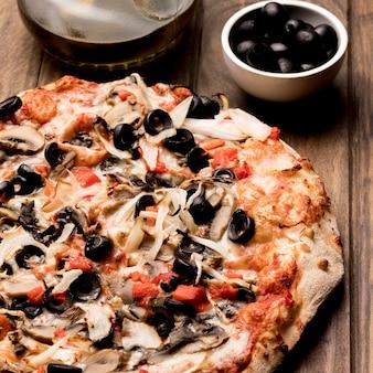 Плоская пицца с овощами