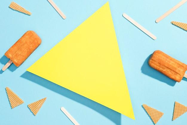 テーブルの上のトップビューアイスキャンディー