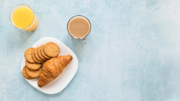 コーヒーとクロワッサン