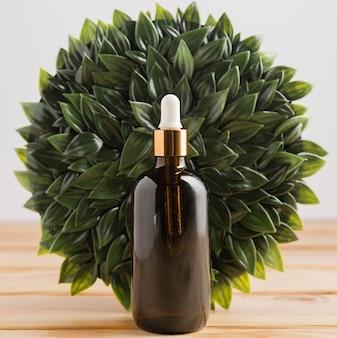 Вид спереди бутылки эфирного масла