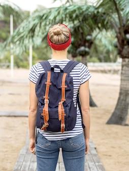 旅行若い女性