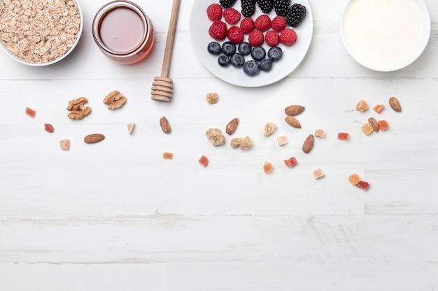Плоский йогурт с фруктами