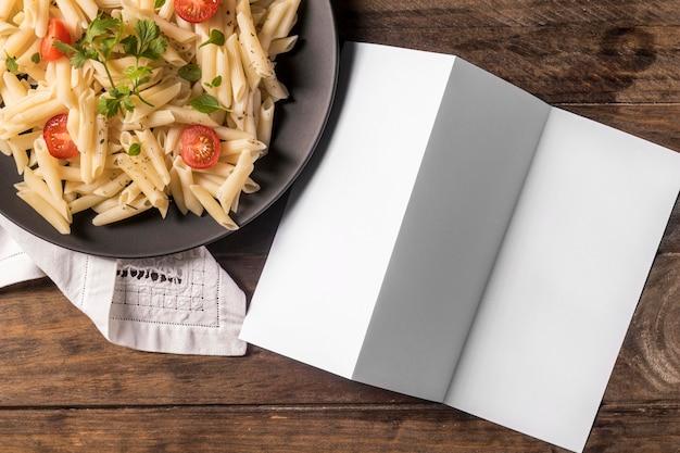 Плоская паста с овощами