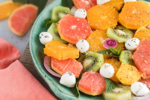 Высокий вид здоровый ароматный фруктовый салат