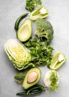 さまざまなグリーン野菜フラットレイアウト