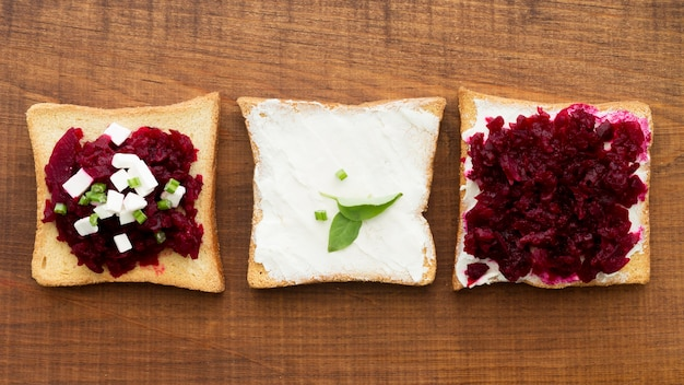 Бутерброд со свеклой и сыром