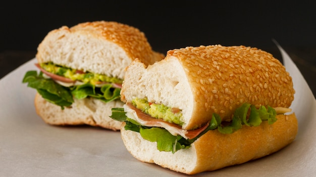 紙のサンドイッチ