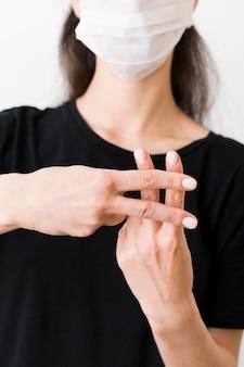 手話を使った通訳指導
