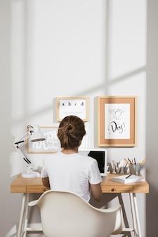 Индивидуальная работа на дому на ноутбуке