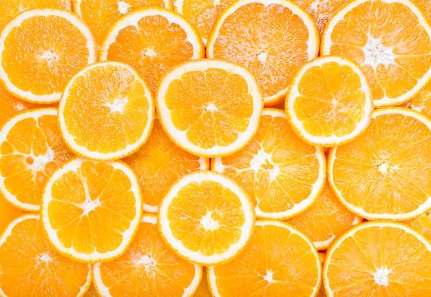 オレンジの柑橘系の果物の背景のスライス