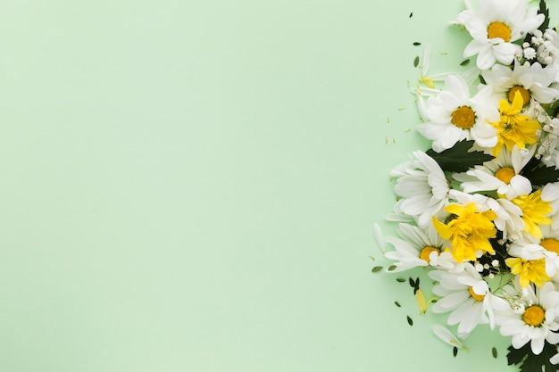 Плоская планировка красивой цветочной композиции