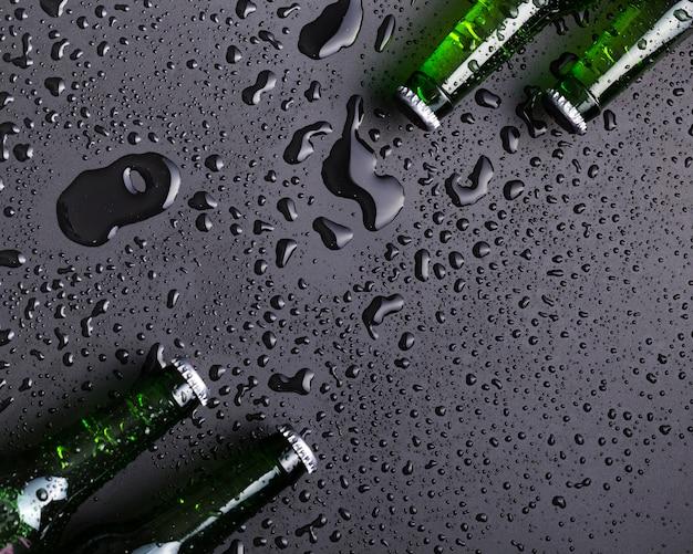 冷たいビール瓶のトップ