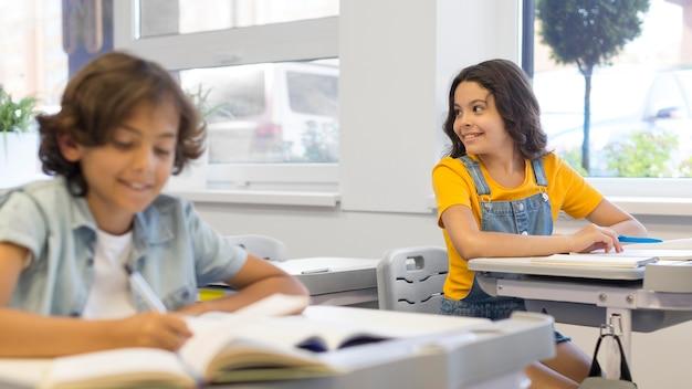 教室の子供たち