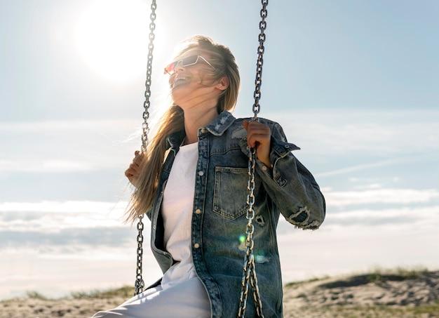Концепция свободы с счастливой женщиной