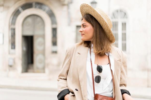 帽子の正面女