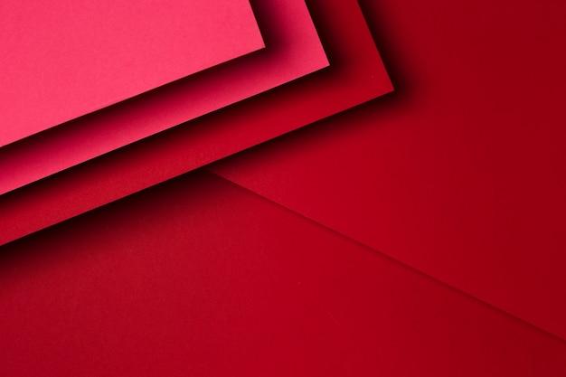 赤い紙シートの背景のフラットレイアウトの品揃え