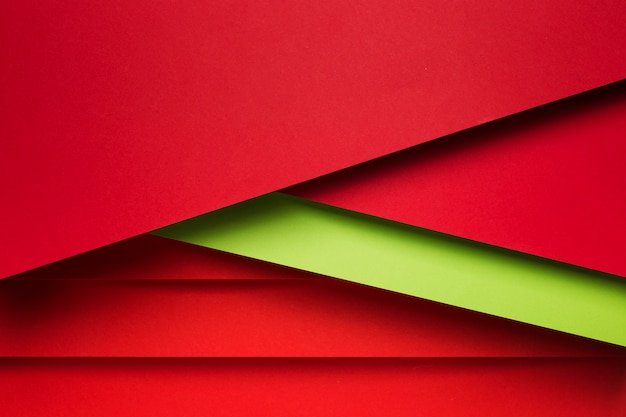 Вид сверху расположения красочных листов бумаги