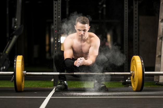 重量挙げと男のトレーニング