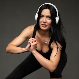 Женщина тренировки наушников