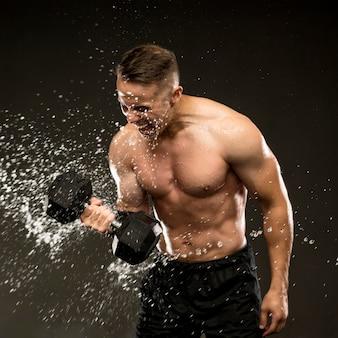 男の手の重みでトレーニング