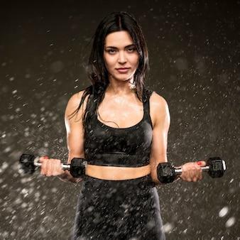 Женская тренировка с ручными весами
