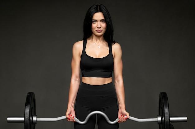 Женщина с тяги