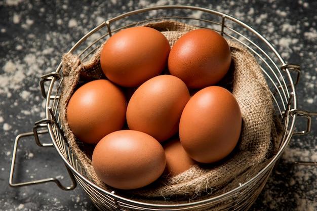 クローズアップの鶏の卵
