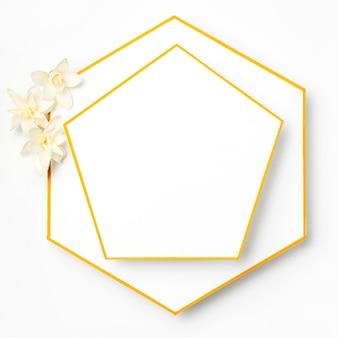 トップビューの花を持つエレガントなゴールデンフレーム