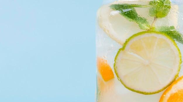 Цитрусовый напиток крупным планом