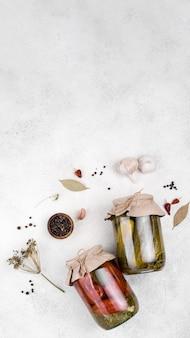漬物とコピースペースの瓶