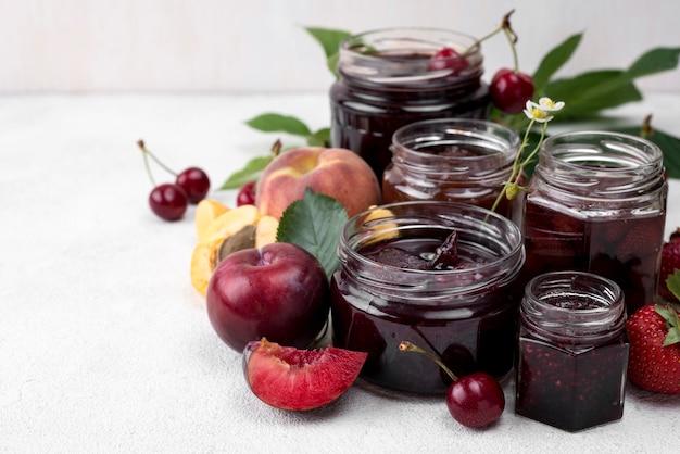 Вкусный компот из ассортимента фруктов