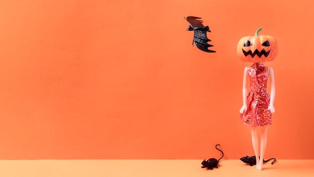 Вид спереди жуткие игрушки на хэллоуин с копией пространства