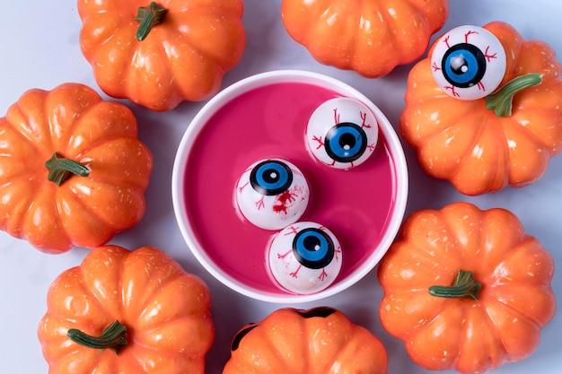 Вид сверху жуткие хэллоуинские игрушки