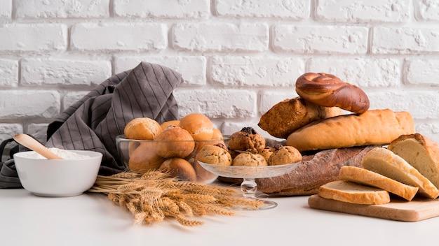Вид спереди расположения хлеба