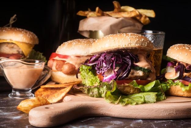 Ассортимент вкусных гамбургеров